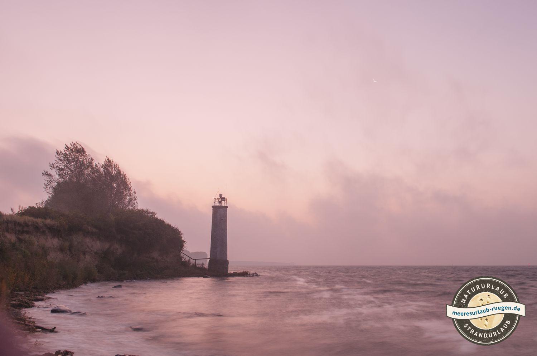 Die schöne Leuchtturm steht an der Südküste Rügens