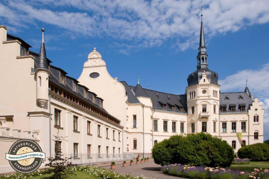 Ein würdiger Geheimtipp unter den Insidertipps für Rügen - das Schloss Ralswiek