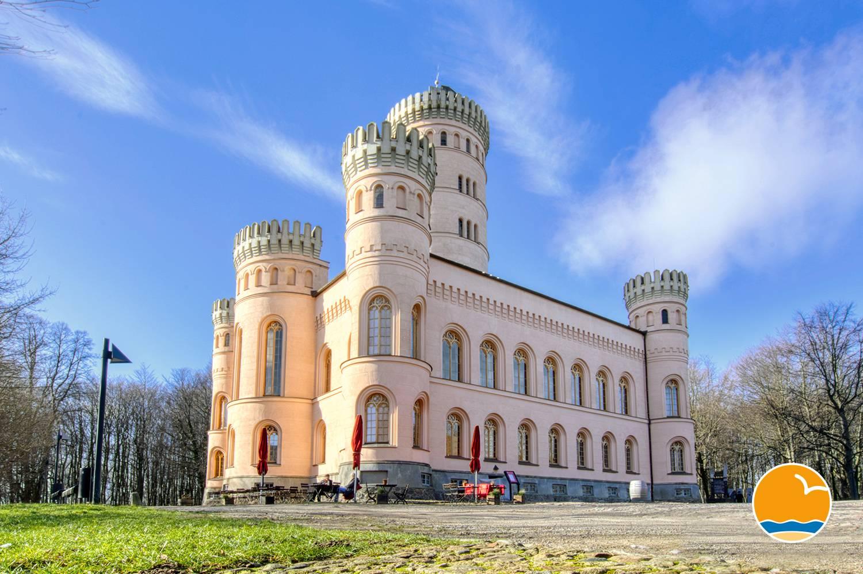 Das schöne Jagdschloß Granitz gehört auch auf die Liste der Museeen der Insel Rügen